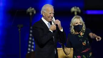 Der neue Präsident der Vereinigten Staaten von Amerika Joe Biden hat am Samstagabend (Ortszeit) erklärt, das Land einigen zu wollen.