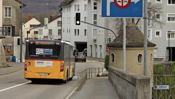 Früher fuhren Postautos aus Umiken bei Stau manchmal über die Aarebrücke.