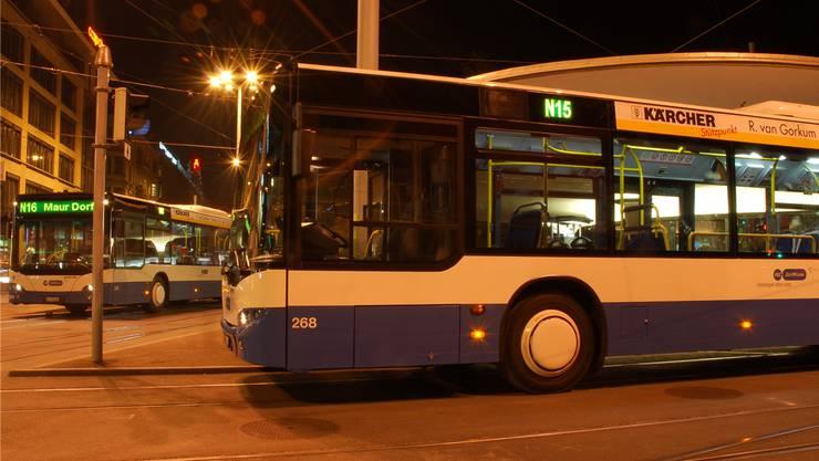 Die letzten Nachtbusse sollen um 4.30 Uhr ab dem Bellevue abfahren. (Symbolbild)