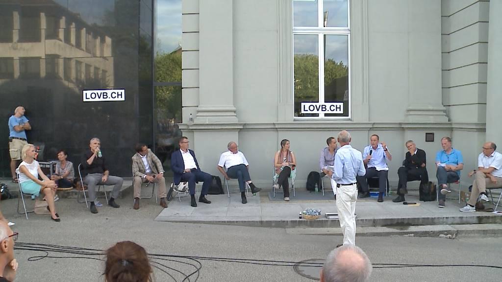 Hitzige Debatte: Politikern und Corona-Gegner streiten sich an Corona-Podium