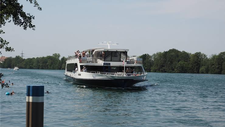 Der «Rhystärn» (hier bei der Anfahrt auf Kaiseraugst) konnte wegen zu geringen Wasserstands im Rhein bislang noch nie in Rheinfelden anlegen.
