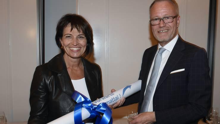 Hans Egloff überreicht Limmattaler Manifest an Bundespräsidentin Doris Leuthard