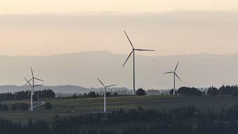 Windräder auf dem Land (Themenbild)