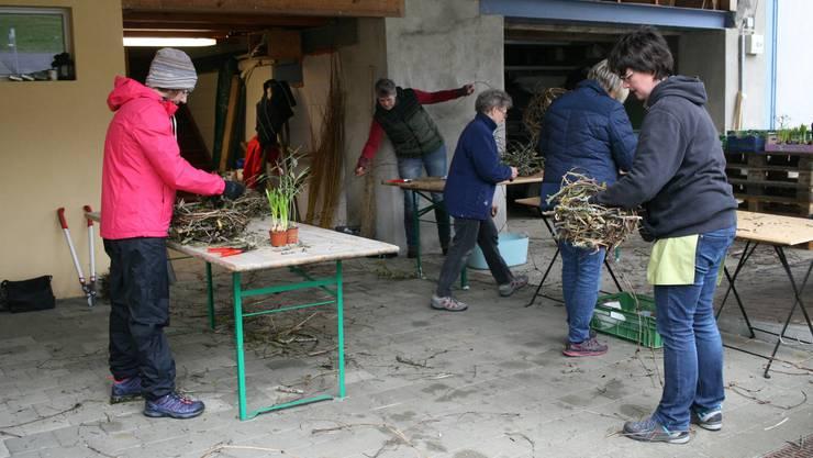 Es gibt immer was zu tun. Die Frauen des Frauenvereins Rothenfluh vor Ostern.