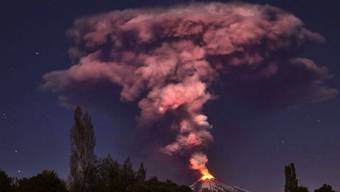 Der Vulkan Villarrica im Süden Chiles spukt Lava aus dem Krater
