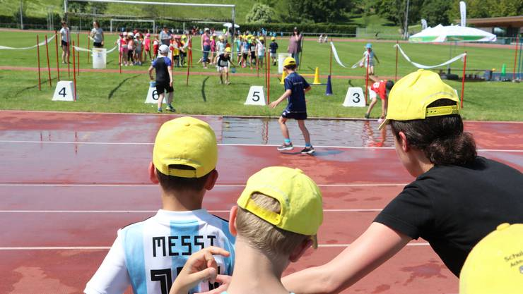 96 Primarschulklassen nehmen in diesen Tagen am Spiel ohne Grenzen des Sportamts Baselland teil.