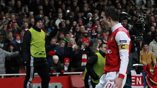 Arsenal-Captain Van Persie feiert seinen Penaltytreffer