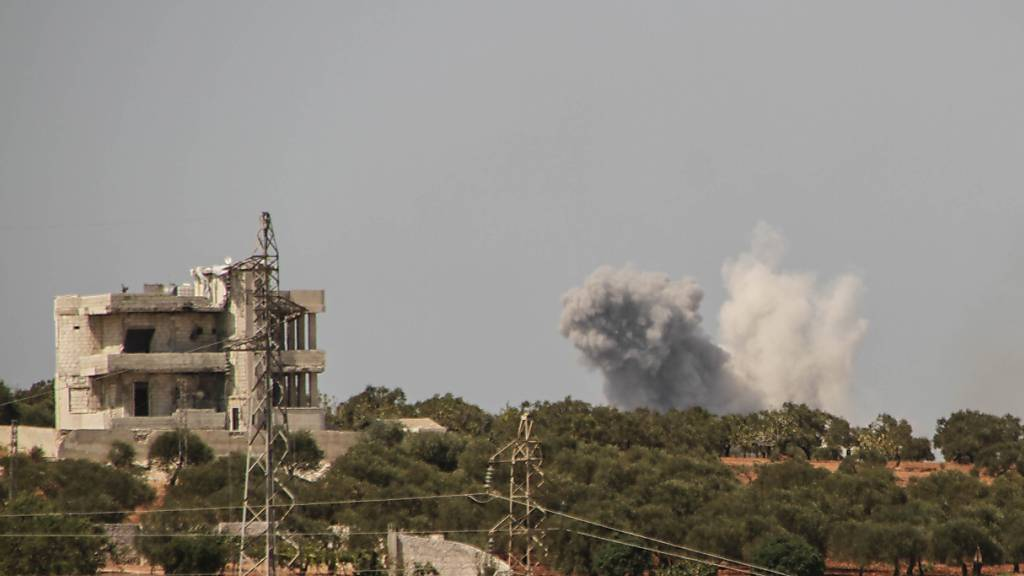 ARCHIV - Nach einem russischen Luftangriff steigen am Rande der Provinz Idlib Rauchschwaden auf. Foto: Moawia Atrash/ZUMA Wire/dpa/Archiv