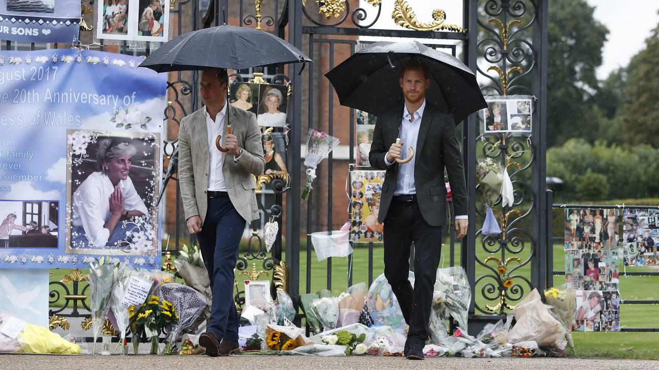 Auch ihre Söhne William und Harry sind in ihrem Gedenken unterwegs. Sie besuchten zwar nicht den Unfallort in London, jedochsind sie an Charity.Terminen präsent, zu Ehren ihrer Mutter Diana. (© Keystone)