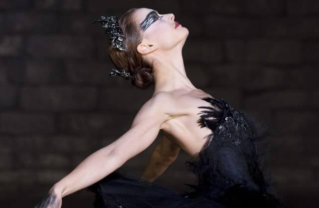 Natalie Portman spielt in «Black Swan» eine Primaballerina die im Ballet Schwanensee den weissen und schwarzen Schwan tanzt.