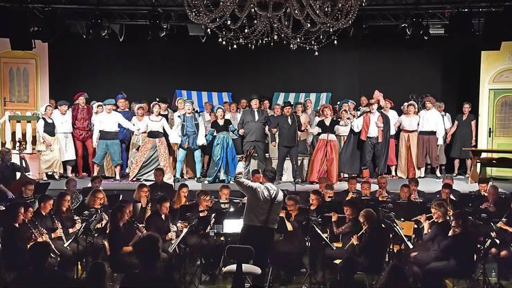 """Bilder von der Generalprobe von """"Kiss me Kate"""" aufgeführt von der Konkordia, dem Projektchor St. Martin und ausgewählten Solisten."""