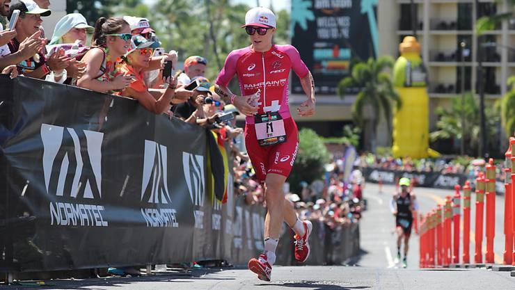Daniela Ryf 2018 zu Beginn der Laufstrecke der Ironman-WM auf Hawaii auf dem Weg zu ihrem vierten Triumph