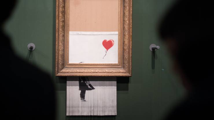 """Banksy, der Marketingstratege: Indem der britische Street-Art-Künstler sein """"Girl with Balloon"""" schredderte, schuf er mit """"Love is in the Bin"""" ein neues Objekt der Begierde."""