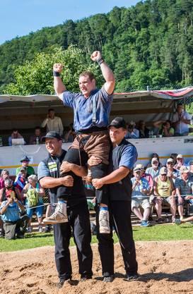Joel Wicki, der Sieger des Baselbieter Kantonalschwingfests.