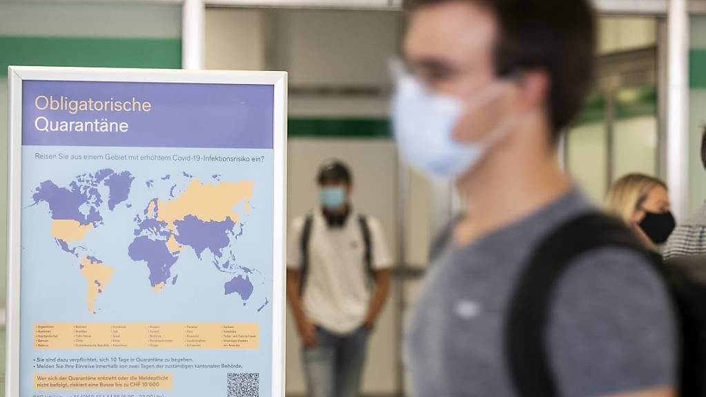 Wer aus einem der 42 Länder auf der BAG-Risikoliste in die Schweiz einreist, muss in Quarantäne, auch wenn die Person einen negativen Coronavirus-Test vorweisen kann. (Archivbild)