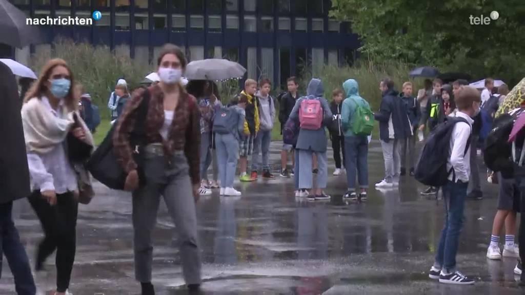 Schulstart an der Kanti Alpenquai mit Maskenpflicht