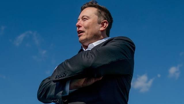 Elon Musk bei der Besichtigung der Baustelle seiner Gigafabrik in Grünheide.