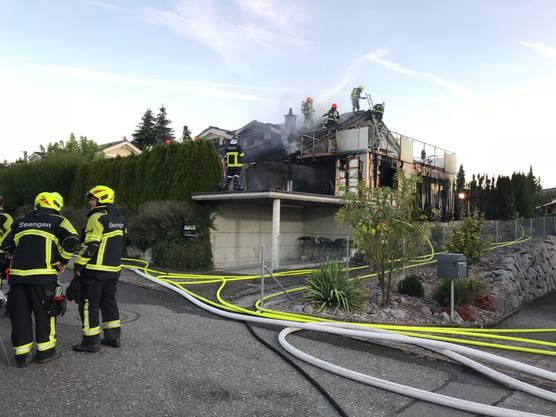 Die Feuerwehren Boniswil, Seengen und Lenzburg standen mit einem Grossaufgebot im Einsatz.