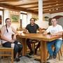 Antonio (r.) und Carlos Figueiredo mit Ehefrau Sofia Sousa begrüssen seit kurzem die Gäste in der Klingnauer «Warteck».