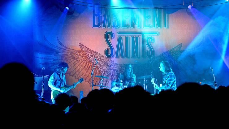 Die Basement Saints sind Tobias Arn (Gitarre), Anton Delen (Gesang, Gitarre) und Samuel Jaussi (Schlagzeug).