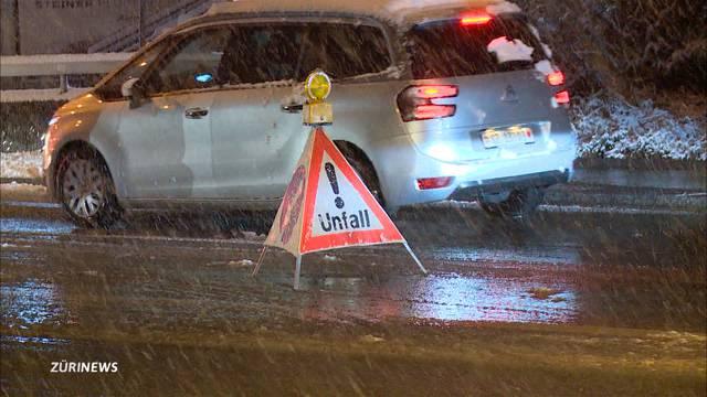Schnee sorgt für Verkehrschaos