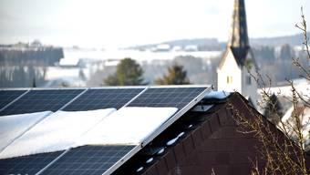 Immer mehr Affeltranger Dächer tragen eine PV-Anlage.