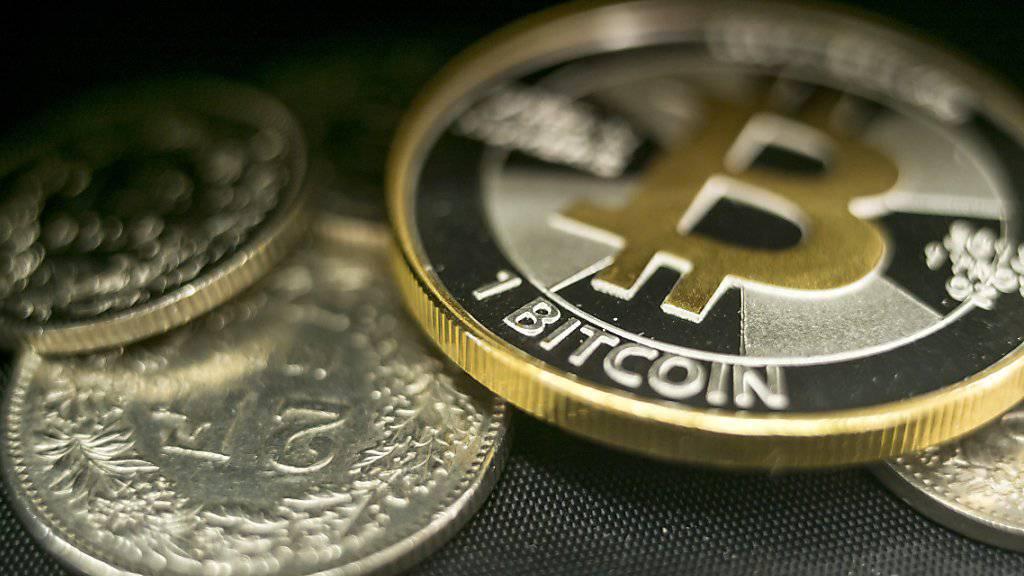 Berg- und Talfahrt: Digitale Bitcoins können auch in Schweizerfranken getauscht werden - die stark schwankende Kursentwicklung bestimmt sich allerdings im Internet. (Archivbild)