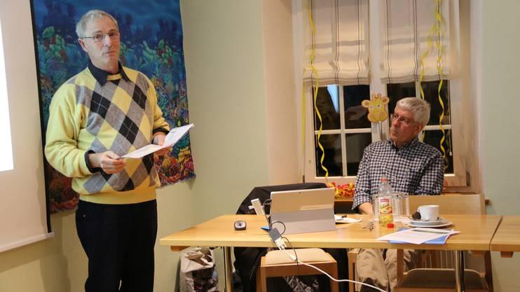 Martin Roth (l.) und Ruedi Iseli zeigen den Waldbesitzern neue Geldquellen auf