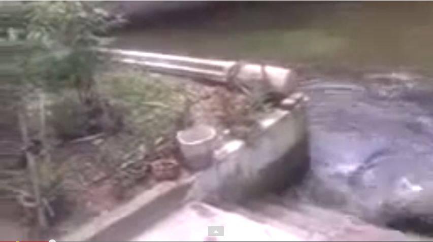 Auch das Wasser dieses Speicherbeckens geriet stark in Bewegung