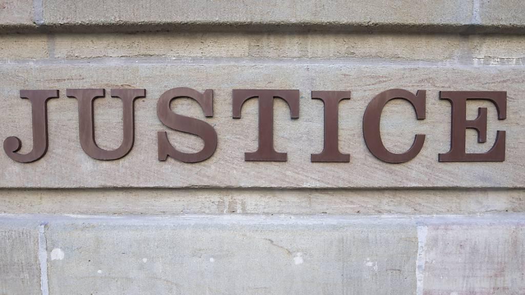 21-Jähriger wegen Mordes verurteilt und verwahrt