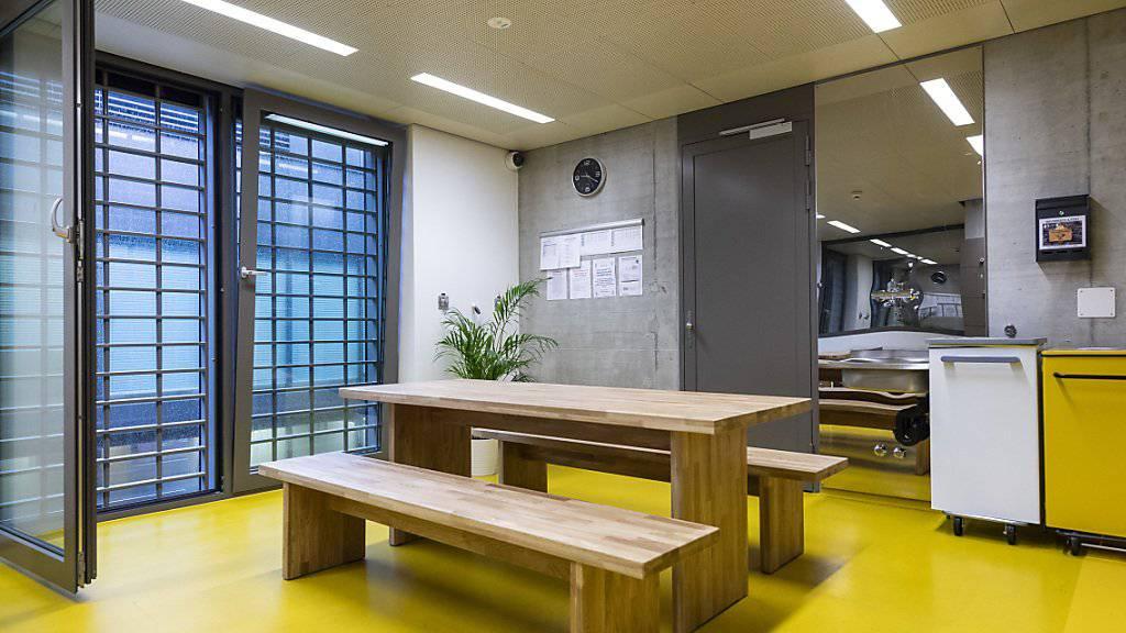 Gemeinsames Essen, mehr Gespräche: Im Gefängnis Limmattal gibt es neu eine Untersuchungshaft-Abteilung für selbstmordgefährdete Insassen.