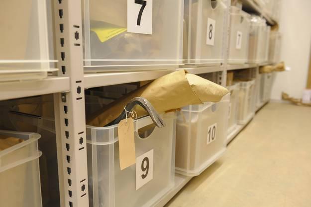 Eine typische Asservaten-Kiste.