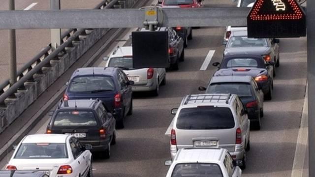 Ein Unfall sorgt für Stau auf der Autobahn A1 zwischen Mägenwil und der Verzweigung Birrfeld am Dienstagnachmittag. (Symbolbild)