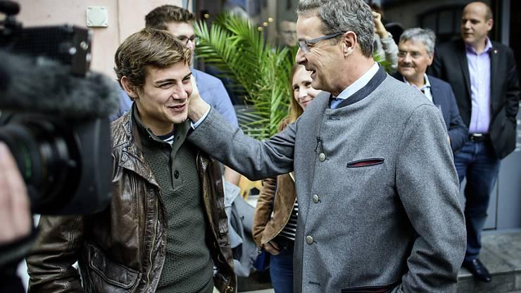 Er hat gut lachen: Der bisherige Walliser CVP-Ständerat Jean-René Fournier wurde mit dem besten Ergebnis im zweiten Wahlgang für weitere vier Jahre in die kleine Kammer gewählt.