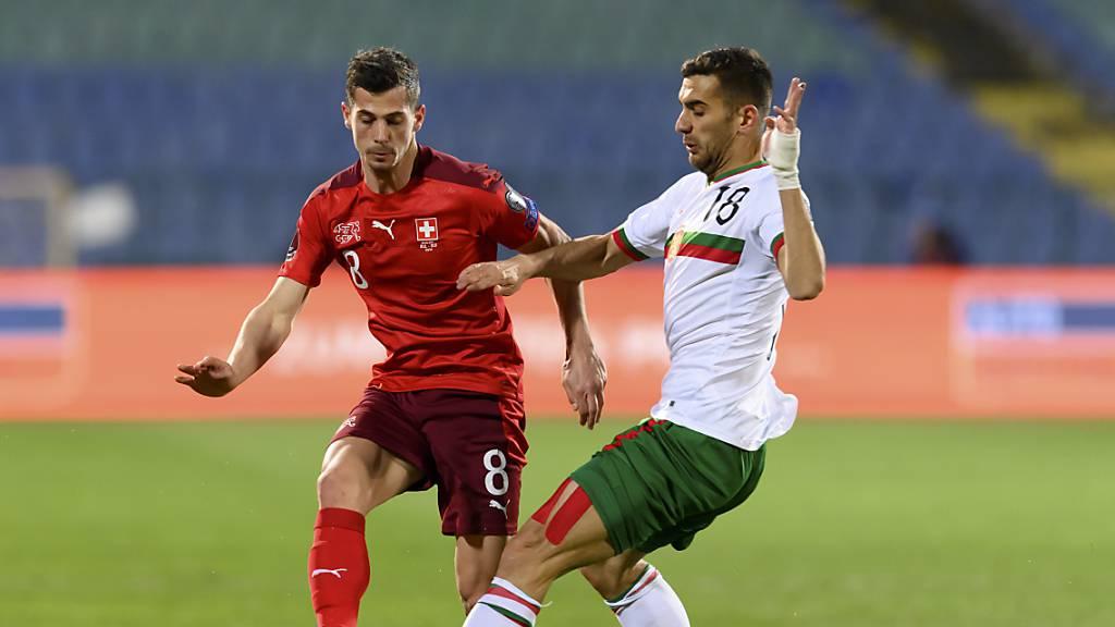 Ivaylo Chochev (rechts, hier im Match gegen die Schweiz im Duell mit Remo Freuler) erzielte Bulgariens Siegestor gegen Litauen.