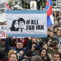 Zehntausende in der Slowakei fordern echte Konsequenzen für die Verantwortlichen hinter dem Mord am Enthüllungsjournalisten Kuciak (im Bild der Protest in der Hauptstadt Bratislava).