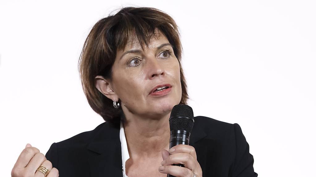 Die frühere Medienministerin Doris Leuthard rät der jetzigen Landesregierung zu einem Marschhalt bei der geplanten UKW-Abschaltung. (Archivbild)