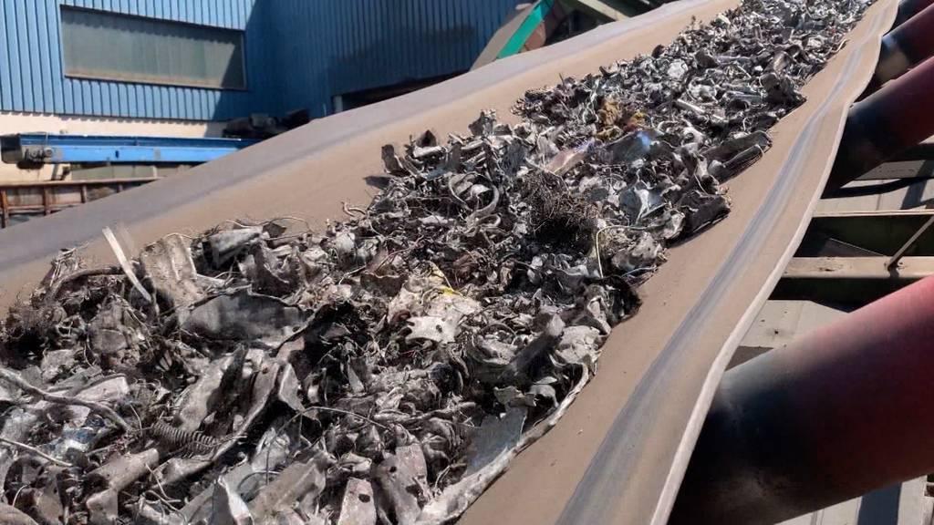 Polizei gegen Autoposer: 700 Kilogramm Autoauspuffe vernichtet