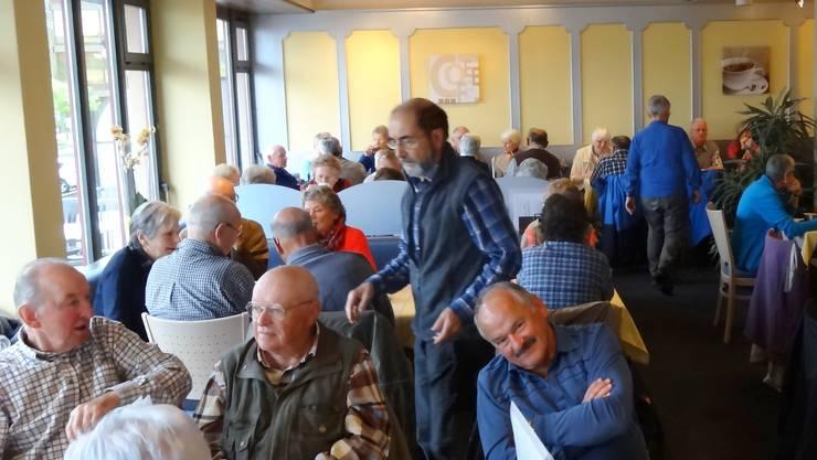 Mit der SBB fuhr man nach Wädenswil und stärkte sich im Café Brändli
