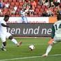 Schütze des goldenen Tores: Stephen Odey bezwingt Luzerns Goalie Mirko Salvi