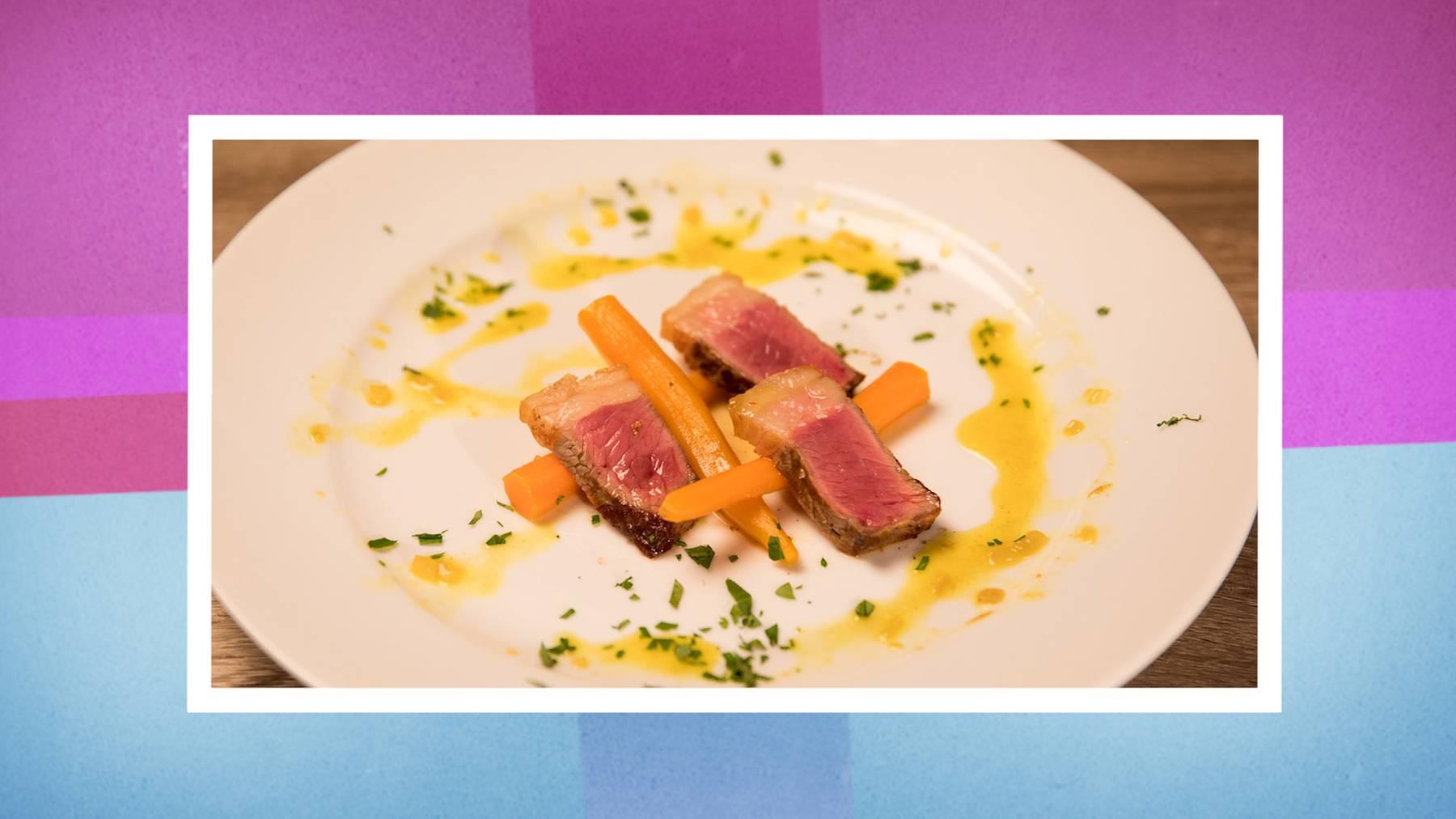 Entrecôte double auf Salzbett mit Curry-Karotten