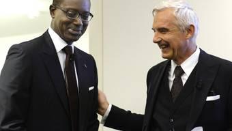 CS-Chef Tidjane Thiam (links) und CS-Verwaltungsratspräsident Urs Rohner erhalten für 2015 Löhne von 4,57 respektive von 3,2 Millionen Franken. (Archivbild)