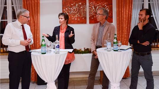 Debattierten engagiert: Nationalrat Kurt Fluri, SP-Kantonsrats-Fraktionspräsidentin Fränzi Burkhalter, Hausarzt Christoph Cina und Podiums-Moderator Christof Ramser (v.l.).