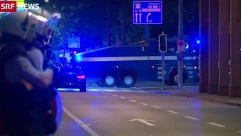 Vermummte FCZ-Fans haben Zürcher Stadtpolizisten und Sanitäter angegriffen, die wegen einer Messerstecherei ausgerückt waren.