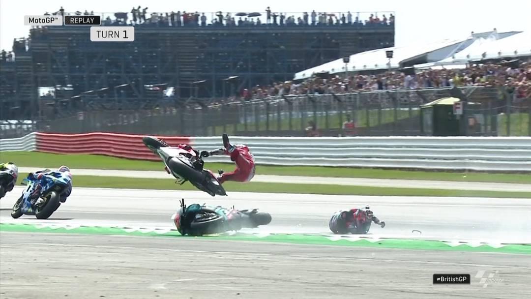 Spektakulärer Crash beim GP von Grossbritannien: Ducati geht in Flammen auf