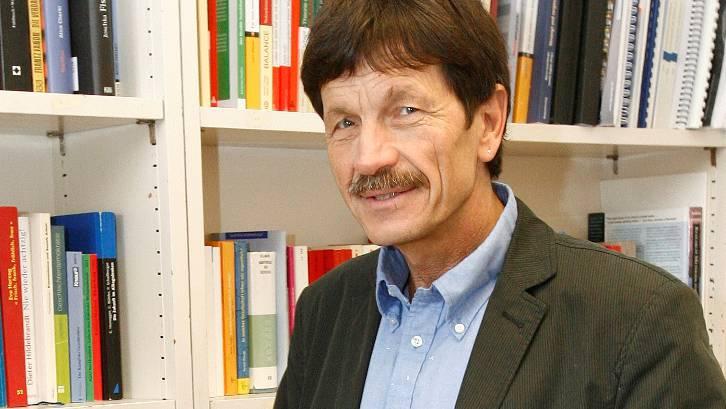 Ueli Mäder: Unter 86 anderen Dozenten solidalisiert auch er sich mit den Studenten-Prozessen.