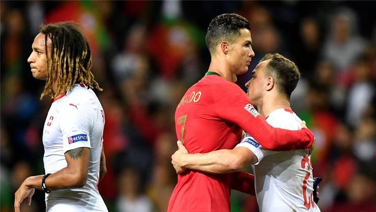 Die Schweizer «Gewinner» Kevin Mbabu (links) und Xherdan Shaqiri (rechts) sowie der richtige Sieger Cristiano Ronaldo.