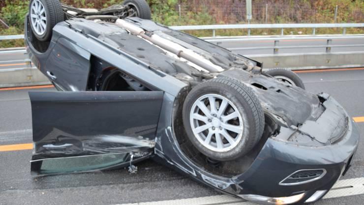 Am Freitagmorgen verunfallte ein 29-jähriger Autofahrer auf der kantonalen Autobahn A18.