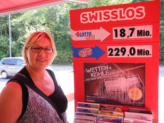 Auch Sonja Ravlija hat soeben einen Euro-Millions-Schein ausgefüllt und hofft auf ein wenig Glück