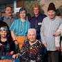 Die Schauspieler der Theatergruppe des Seniorenzentrums Untergäu (von links): Patrizia Flury, Monika Gutherz, Wolfgang Richiedei, Caterina Vekic, Judith Egger (Souffleuse), Conny Hodel, Hugo Raaflaub, Ramona Gall.